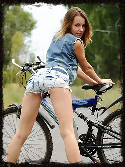Lucia D enjoys a nude bike ride